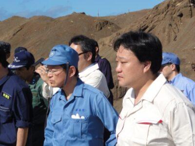 菅直人総理大臣とともに硫黄島を訪問