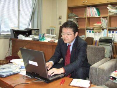 2006年12月21日(木) 新年号の機関誌を執筆中