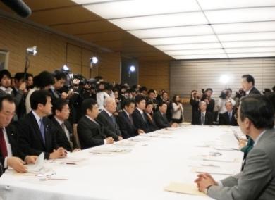 政府・与党社会保障改革検討本部に出席