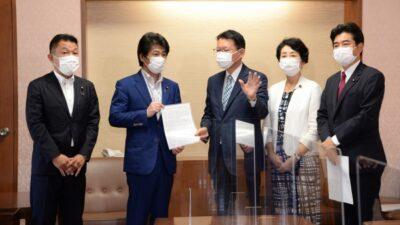 新型コロナ中等症患者の入院原則の堅持等を求め田村厚労大臣に緊急要請